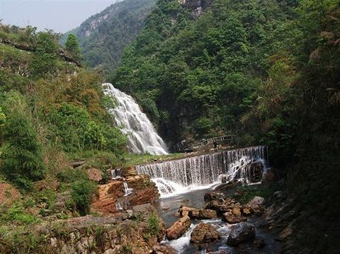 华蓥山大峡谷的图片