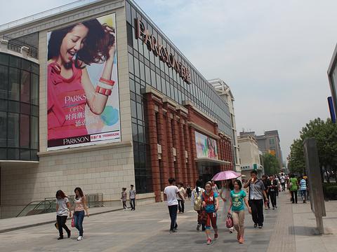 百盛购物中心(青岛店)旅游景点图片
