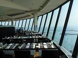 加拿大国家电视塔360度旋转餐厅