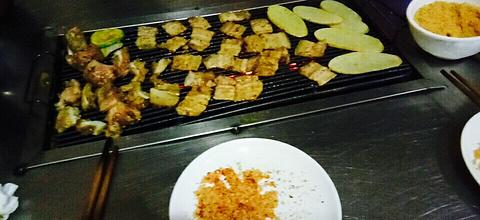 大凉山木炭烤肉的图片