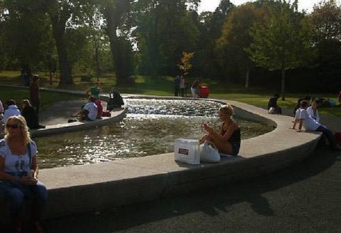 威尔士戴安娜王妃纪念喷泉