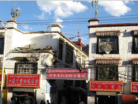 冲赛康扎西综合商场旅游景点图片