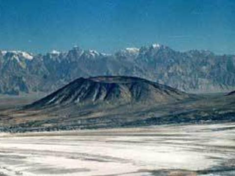 普鲁火山旅游景点图片
