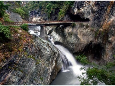 白杨瀑布旅游景点图片