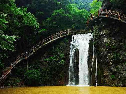 锁龙瀑布旅游景点图片