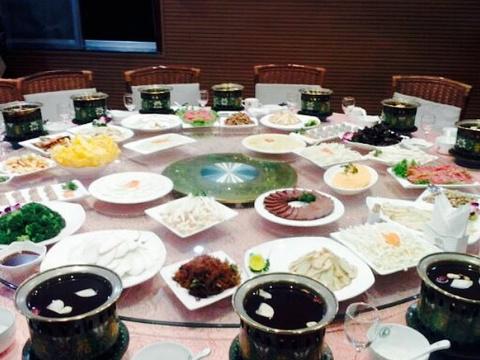 小背篓·滇菌之家养生食尚火锅(曹州路店)旅游景点图片