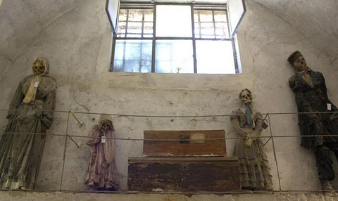 卡普奇尼地下墓穴的图片