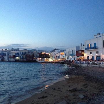 Platis Gialos海滩