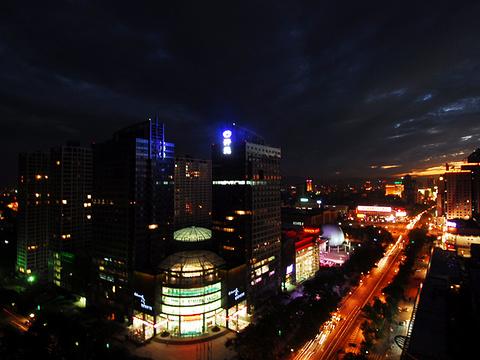 先天下广场旅游景点图片