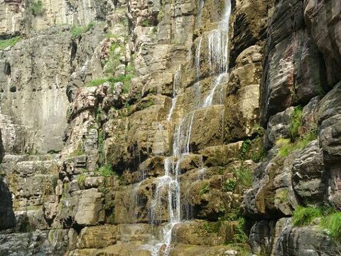 红岩绝壁旅游景点图片