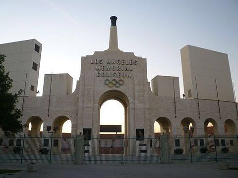 洛杉矶纪念体育场