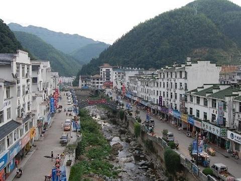 汤口镇沿西街旅游景点图片