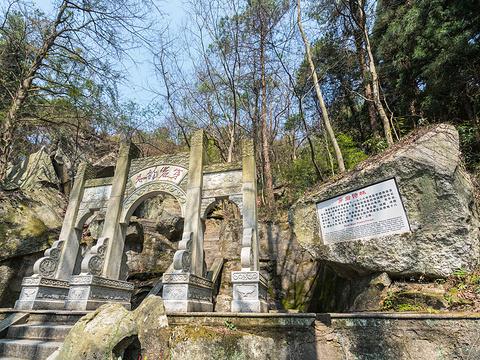 穿岩诗林旅游景点图片