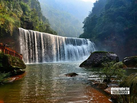 中洞瀑布旅游景点图片