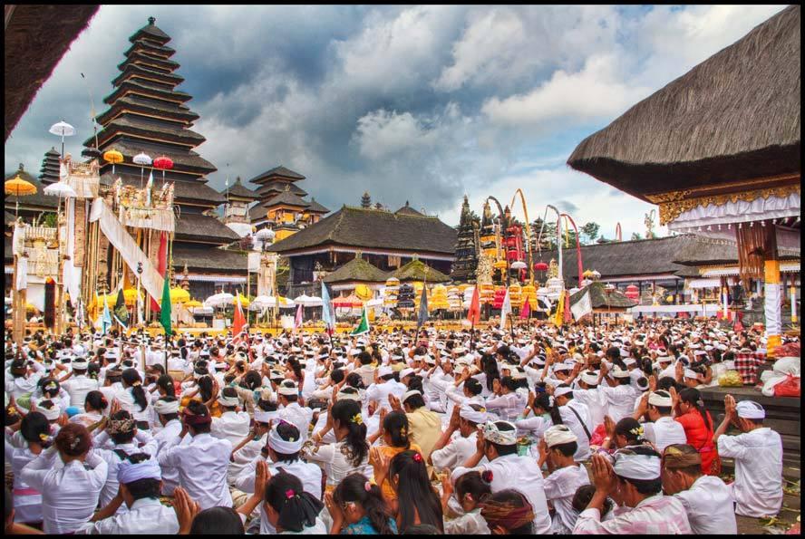 第十满月日(Purnama Kedasa)