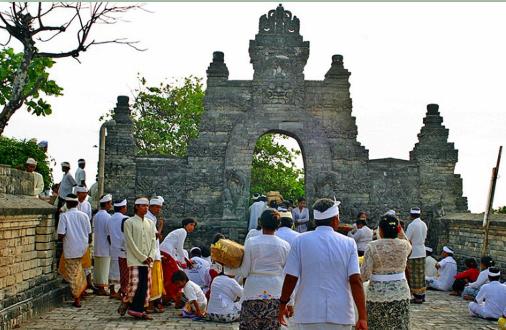 乌鲁瓦图寺周年庆典(Uluwatu Temple Piodalan Anniversary)
