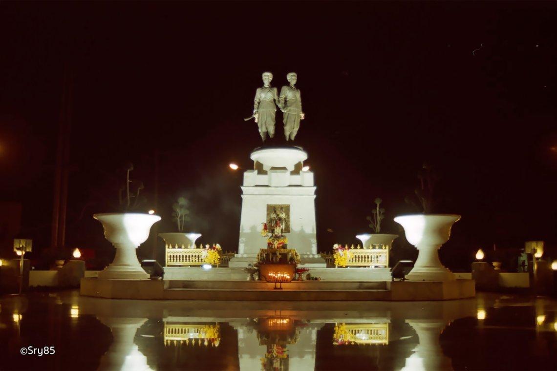 陶提卡沙蒂和陶诗顺通女英雄纪念日(Thao Thepkasattri-Thao Sri Suntorn Festival)