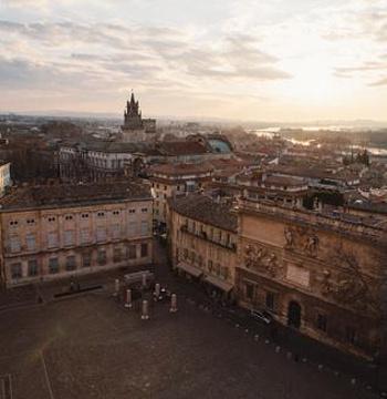教皇宫广场的图片