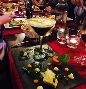 Les Banquettes Rouges的图片
