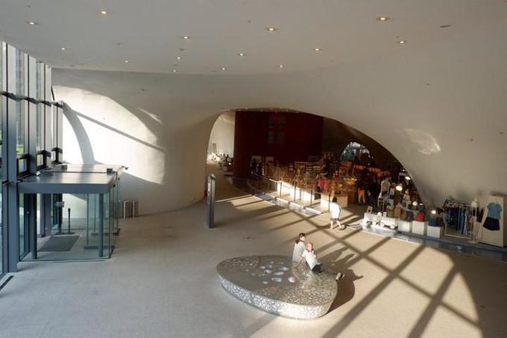 """""""台中国家歌剧院是日本当代建筑师伊东丰雄的以人类最原始的「洞窟」、「地穴」的概念设计成的世界独一..._台中歌剧院""""的评论图片"""