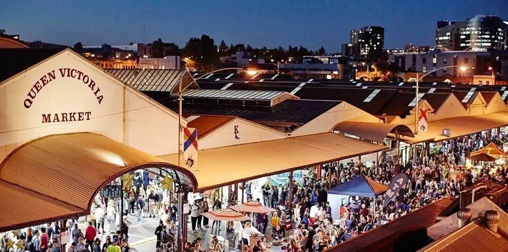 维多利亚女王小商品市场冬季夜市