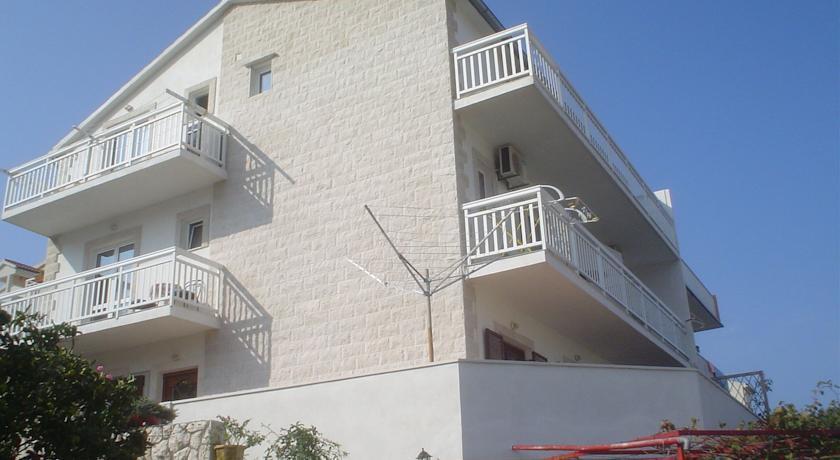 拉多尼斯公寓(Apartments Radonic)