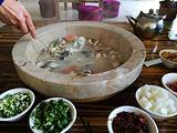 抚仙湖野生菌石锅鱼