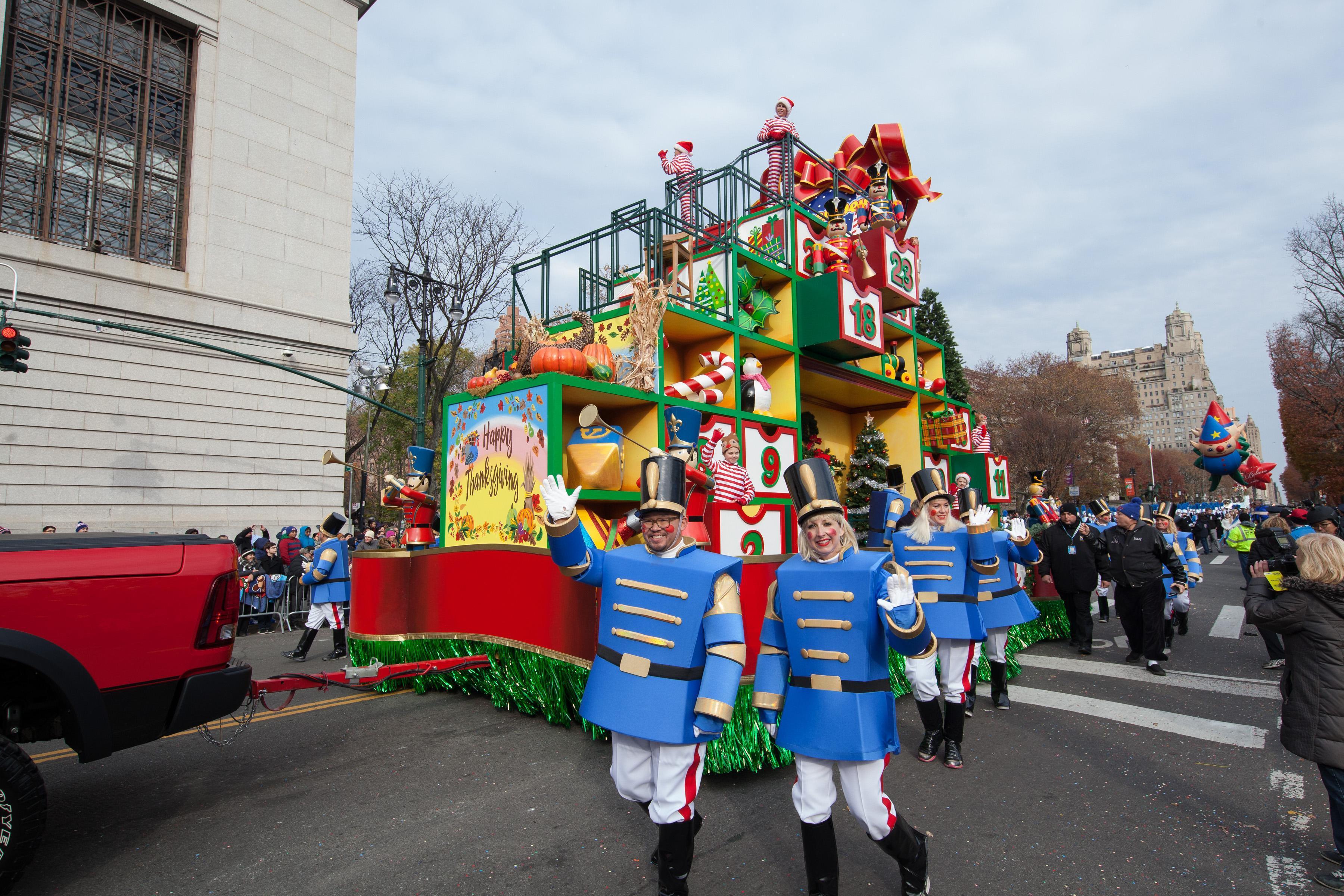 梅西百货感恩节大游行 Macy's Thanksgiving Day Parade
