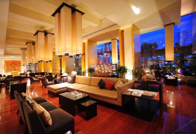 曼谷湄南河畔华美达广场酒店