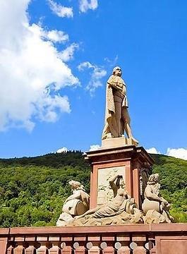 卡尔特奥多雕像