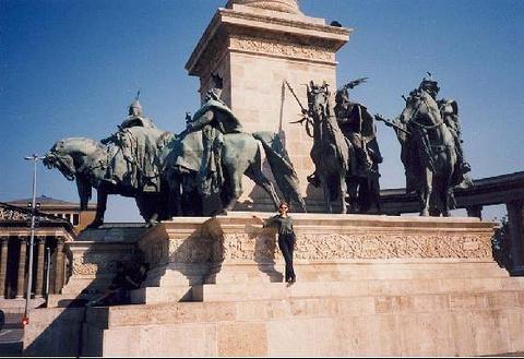 千年纪念碑的图片