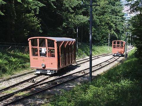 登山火车旅游景点图片