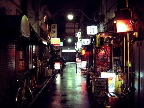 新宿黄金街的图片