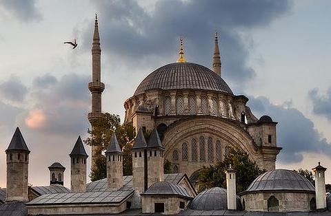 奴鲁奥斯玛尼耶清真寺