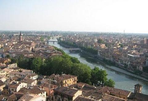 Piazzale Castel San Pietro的图片