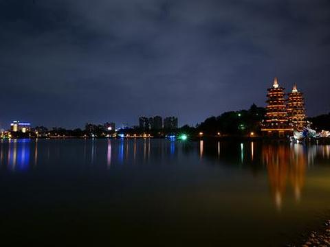 莲池潭旅游景点图片