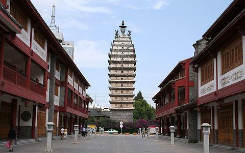 东西寺塔的图片