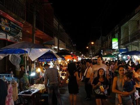 周六夜市旅游景点图片