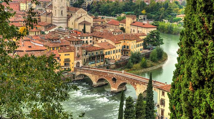 俯瞰维罗纳旅游图片