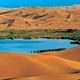 腾格里沙漠月亮湖