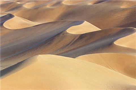 库木塔格沙漠风景区