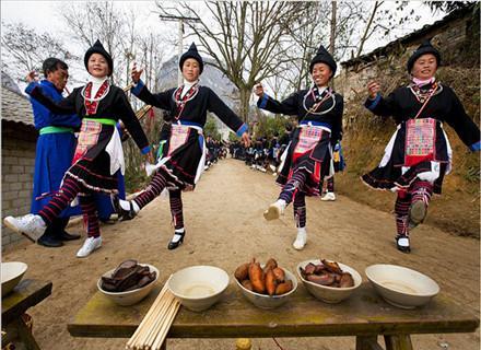 苗族花坡节