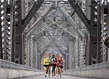 """""""上桥和下桥""""马拉松赛"""