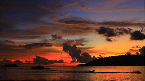 丹绒亚路海滩 日落