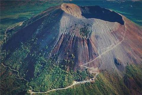 维苏威火山的图片