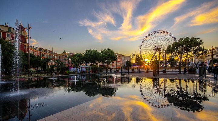 马塞纳广场旅游图片