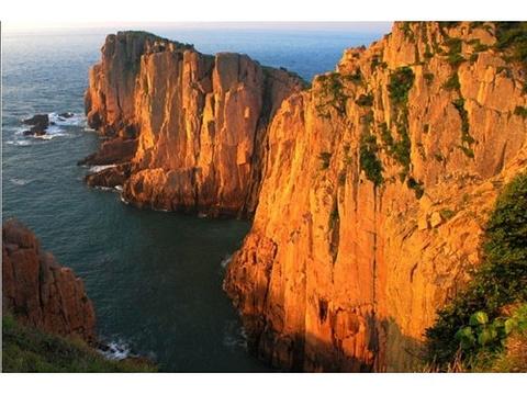 东崖绝壁的图片