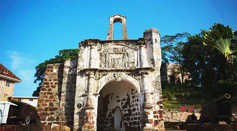 圣地杨古城门
