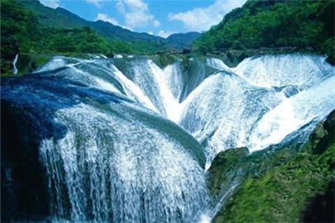 长白瀑布的图片