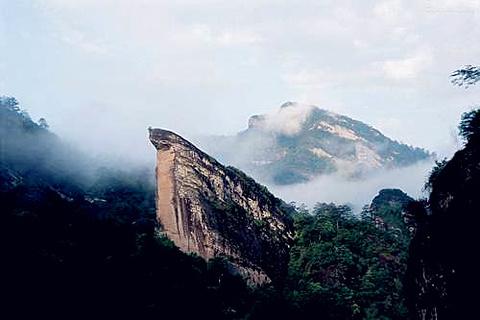 鹰嘴岩的图片
